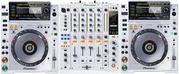 White Limited Edition 2 X Pioneer CDJ-2000 + Pioneer DJM-900 Mixer